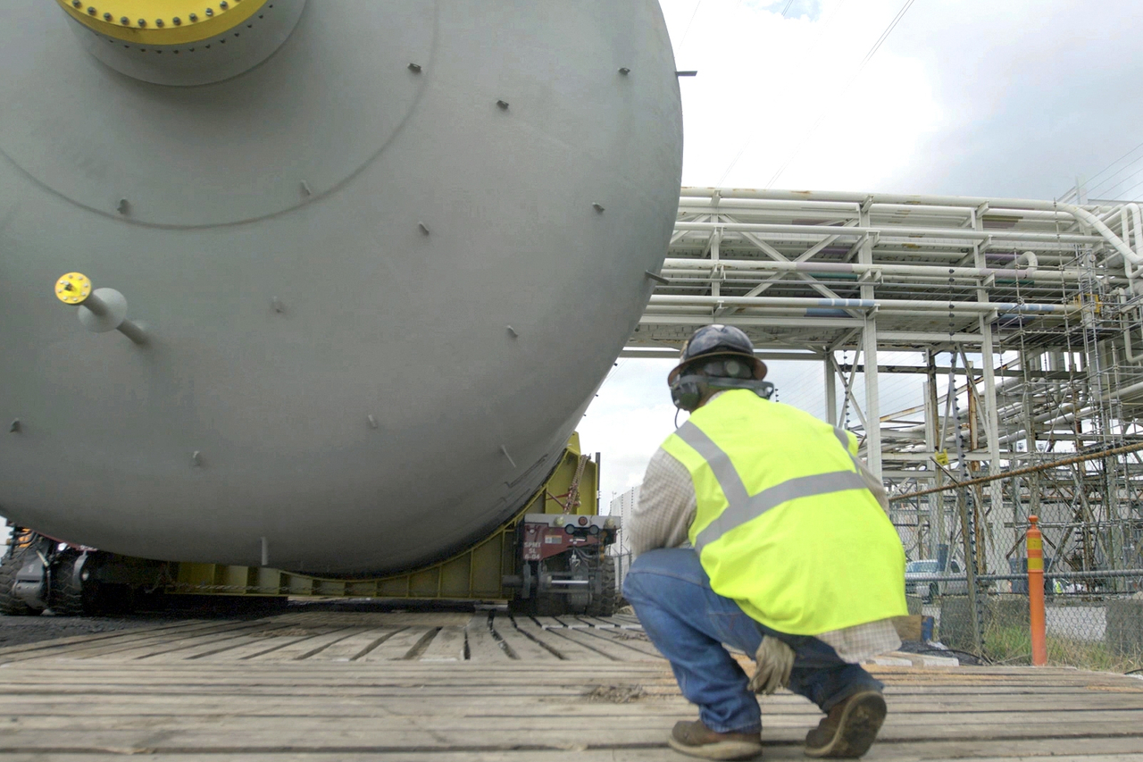 SPMT transport for heavy vessels