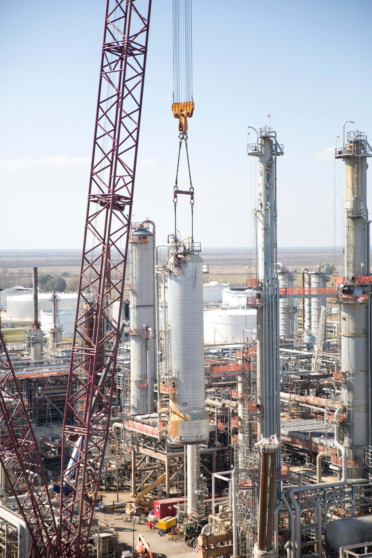 Heavy Lift Crane for Petrochemical Turnaround