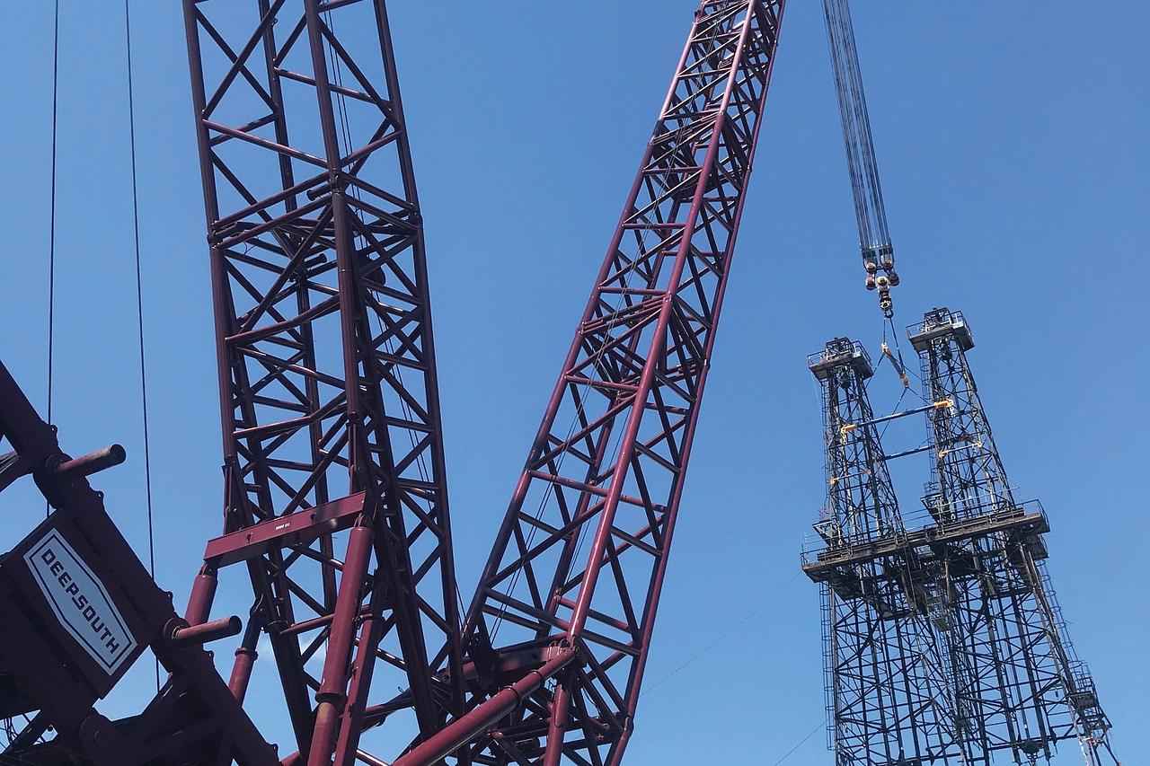 Crane Replacing Derrick Structure