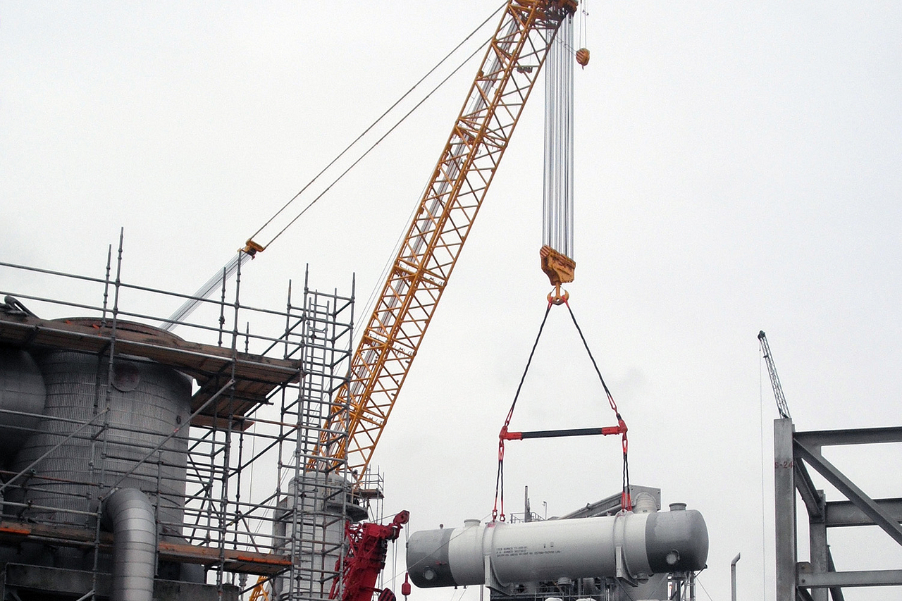 Specialized Crane for Heavy Lift Project