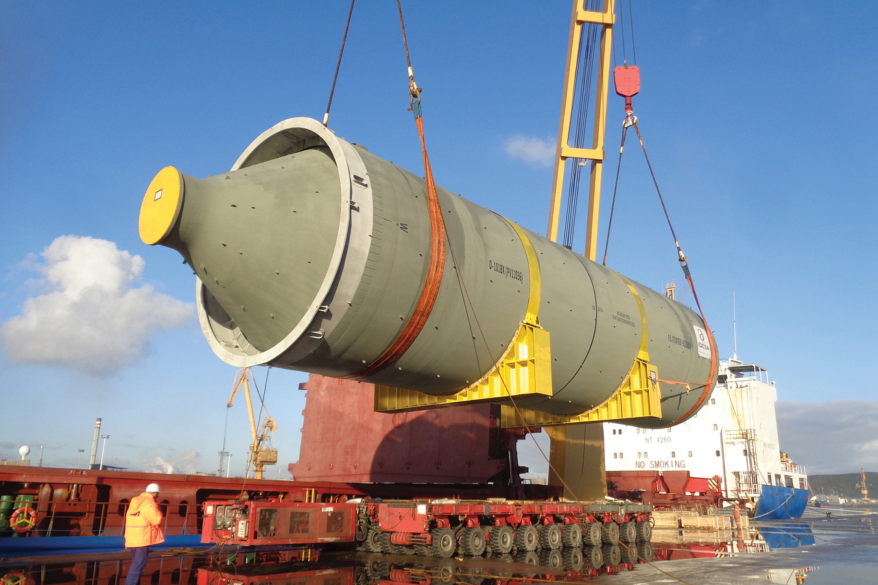 Custom notched saddles for heavy vessel transport